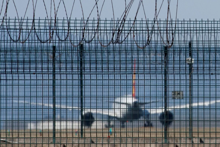 Trung Quốc ngừng cho nhập cảnh người nước ngoài