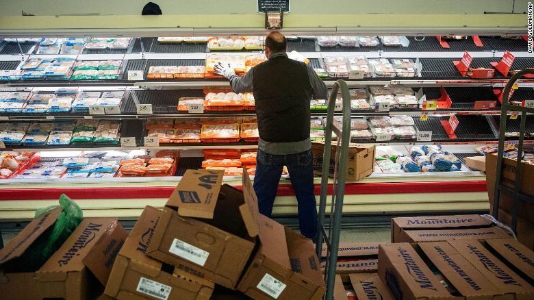 Người Mỹ đổ xô đi mua thức ăn cho thú cưng