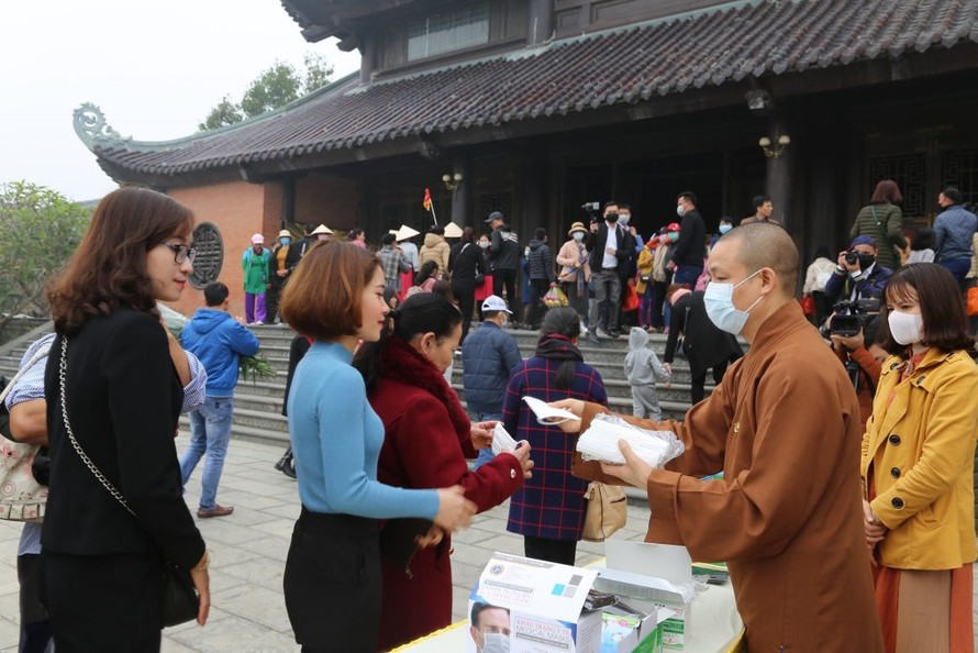 Giáo hội Phật giáo yêu cầu tăng ni cấm túc tại chùa, cơ sở tự viện