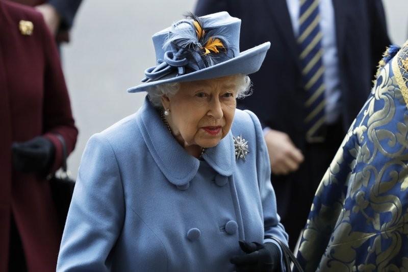 Nữ hoàng Anh khích lệ dân chúng chống COVID-19