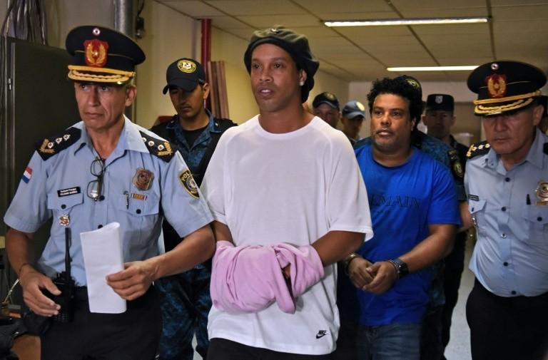 Ronaldinho được tạm thời quản thúc trong một khách sạn ở Paraguay. Ảnh: AFP
