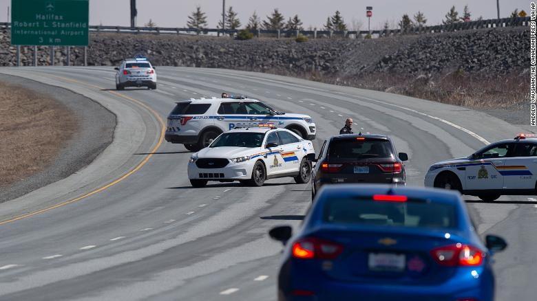 Xả súng kinh hoàng tại Canada khiến ít nhất 13 người chết