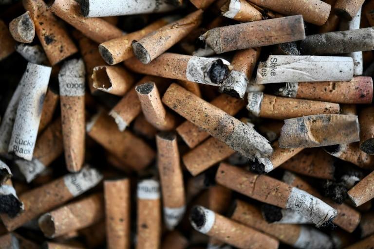 Pháp nghiên cứu khả năng ngăn ngừa COVID-19 của nicotine