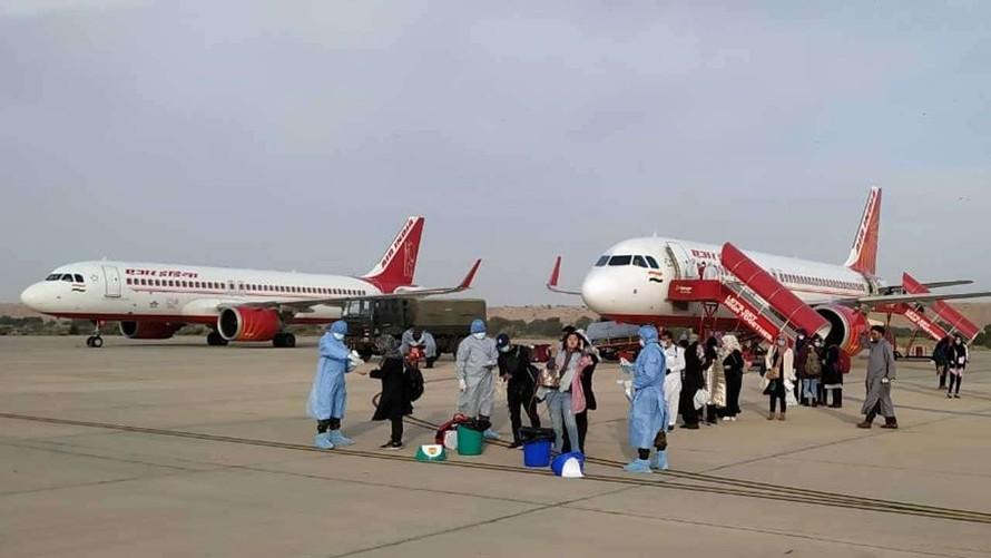 Ấn Độ điều động tàu chiến, máy bay đưa công dân hồi hương
