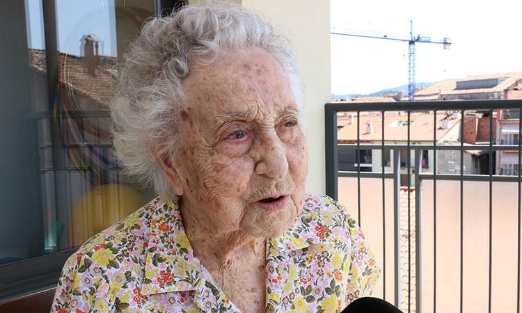 Cụ bà 113 tuổi 'chiến thắng' COVID-19