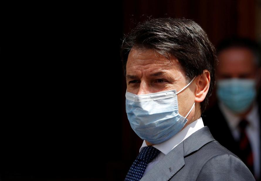 Thủ tướng Italia bị công tố viên chất vấn