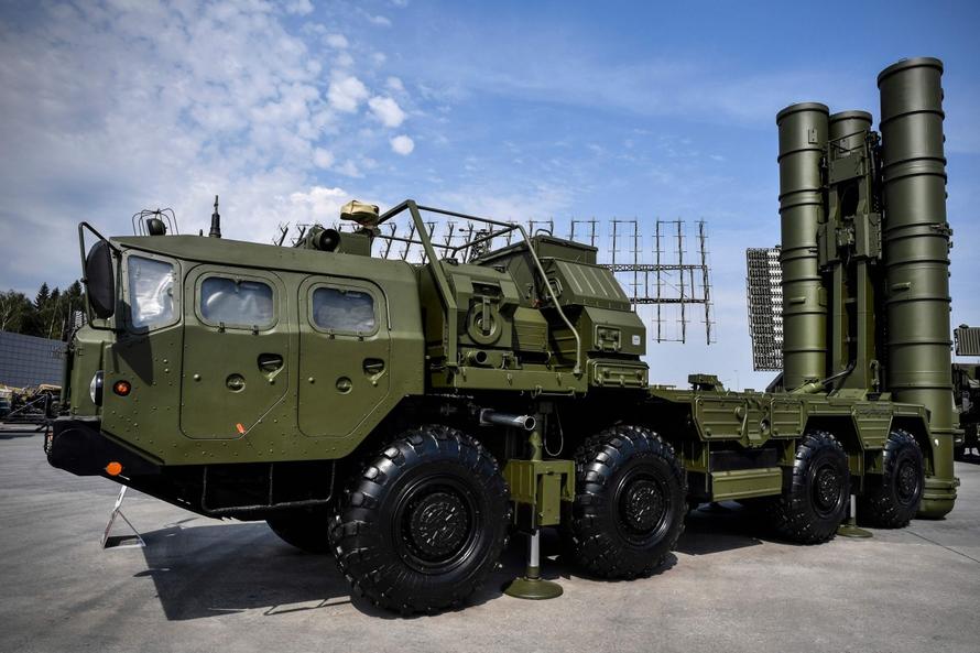 Hệ thống phòng thủ tên lửa S-400 tiên tiến của Nga sẽ được chuyển giao cho Ấn Độ. Ảnh: AFP