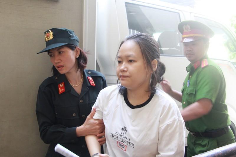 Bị cáo Phạm Thị Thiên Hà (chủ mưu) tại TAND tỉnh Bình Dương ngày 26/6. Ảnh: PLO