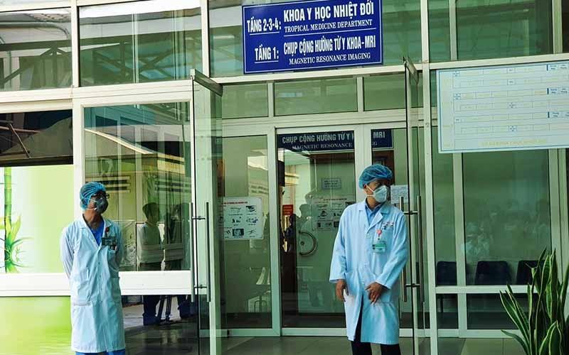 Hai bệnh nhân COVID-19 tại Đà Nẵng phải thở máy