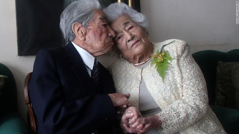 Cặp vợ chồng già nhất thế giới trên 100 tuổi