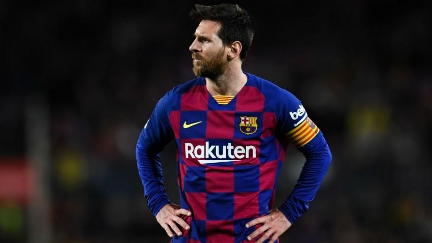 Messi cân nhắc việc ở lại Barcelona