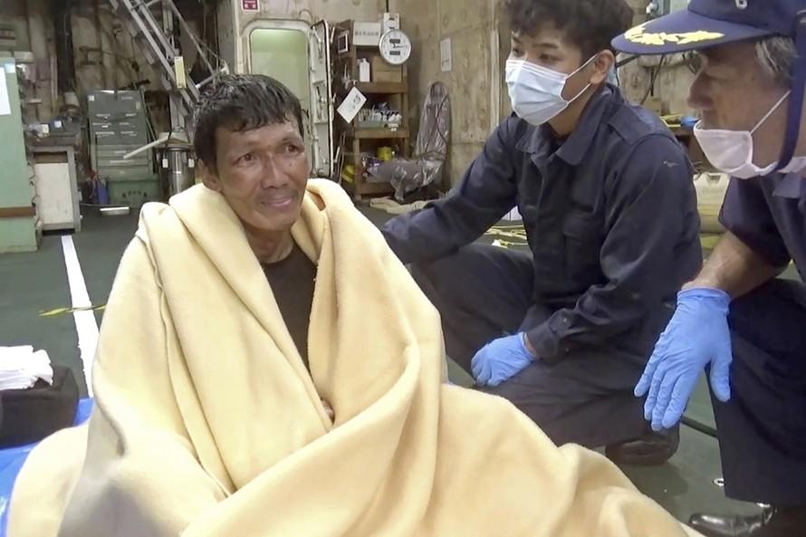 Ông Edvardo Sareno hiện vẫn là nạn nhân duy nhất sống sót sau vụ chìm tàu. Ảnh: AP
