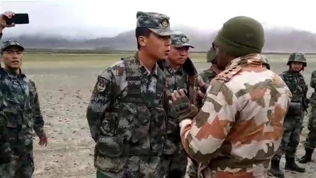 Trung Quốc và Ấn Độ tố nhau nổ súng tại biên giới