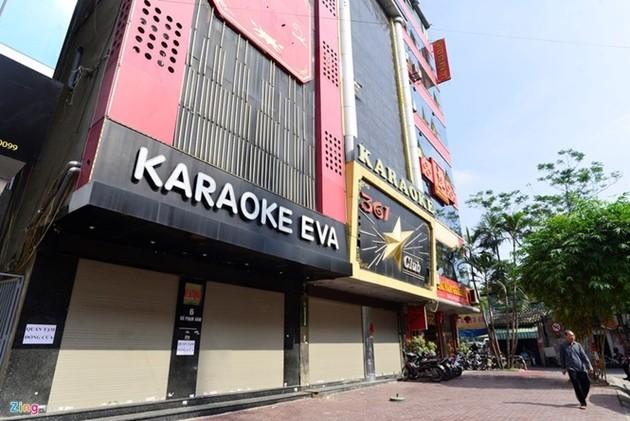 Hà Nội chưa cho phép mở các quán bar, karaoke