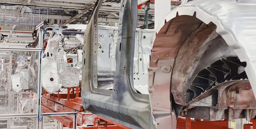 Tesla đang đặt cược vào lĩnh vực đúc nhôm thay vì robot