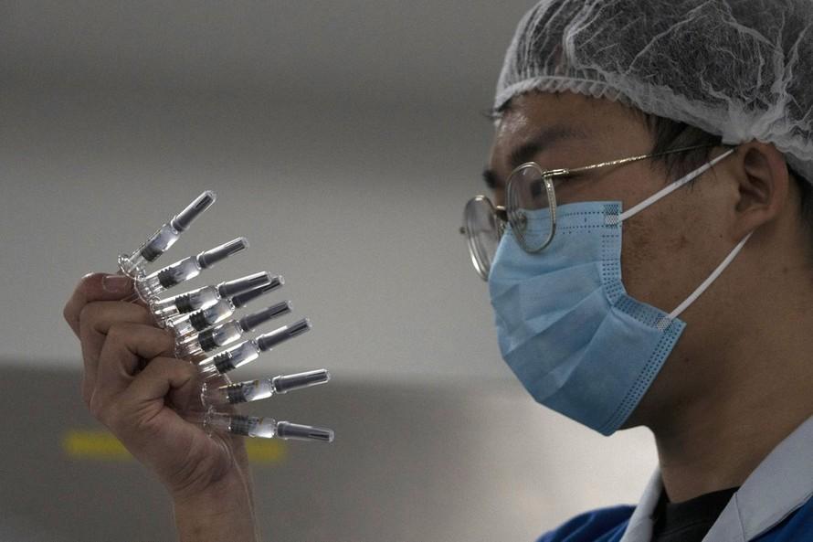 Trung Quốc tiêm vaccine COVID-19 cho du học sinh