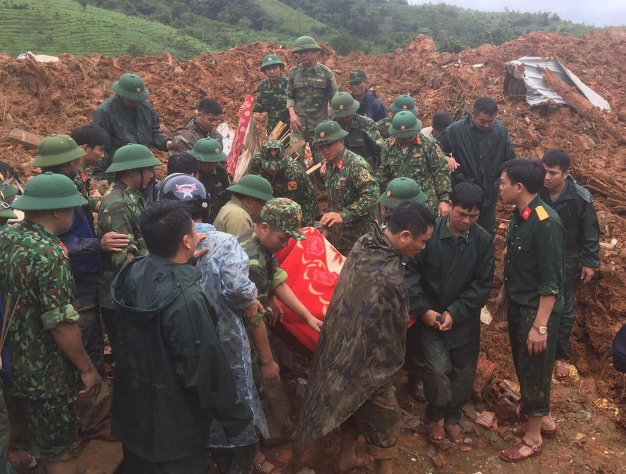 Thủ tướng chỉ đạo tập trung cứu nạn, khắc phục hậu quả sạt lở đất