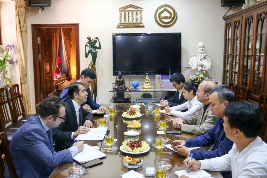 Chủ tịch Liên hiệp các Hội UNESCO Việt Nam làm việc với Đại sứ Azerbaijan tại Việt Nam