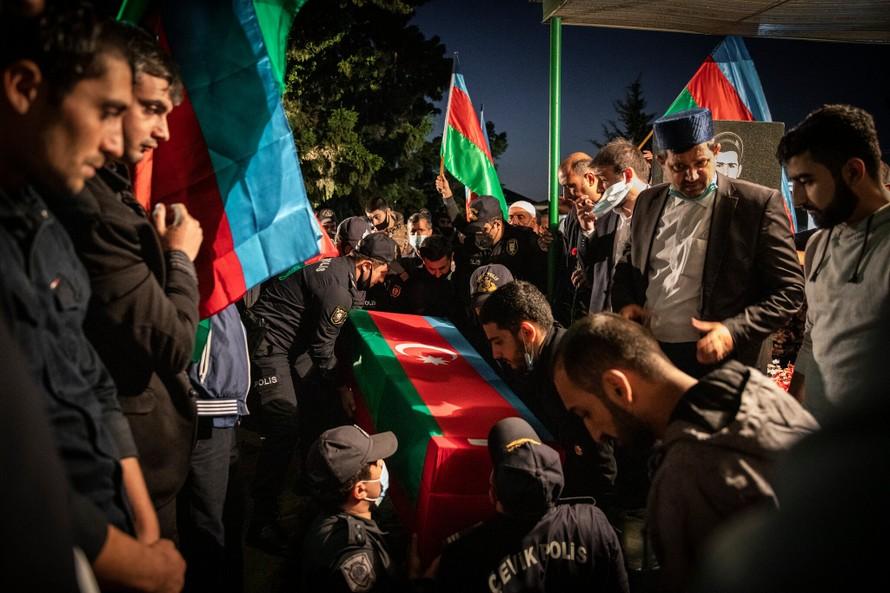 Lễ tang của Eldar Aliyev tại quê nhà Baku. Ảnh: NY Times