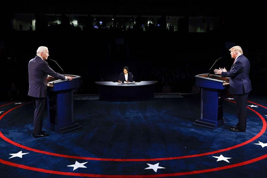 Tranh luận bầu cử Mỹ: Hai ứng viên tiếp tục chỉ trích nhau