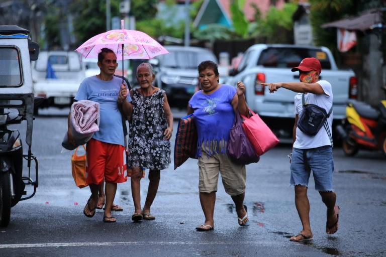 Bão Molave gây ngập lụt tại Philippines