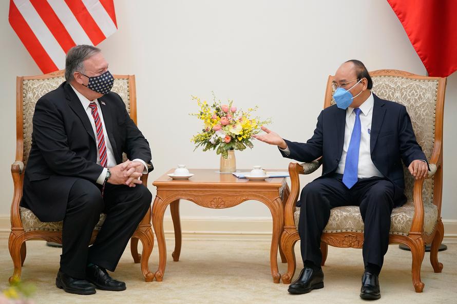 Thủ tướng Nguyễn Xuân Phúc và Ngoại trưởng Hoa Kỳ Michael Richard Pompeo. Ảnh: VGP