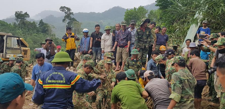 Thủ tướng: Tình hình miền Trung đang nước sôi lửa bỏng