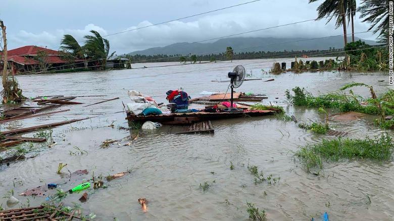Philippines sơ tán hàng nghìn dân tránh siêu bão Goni