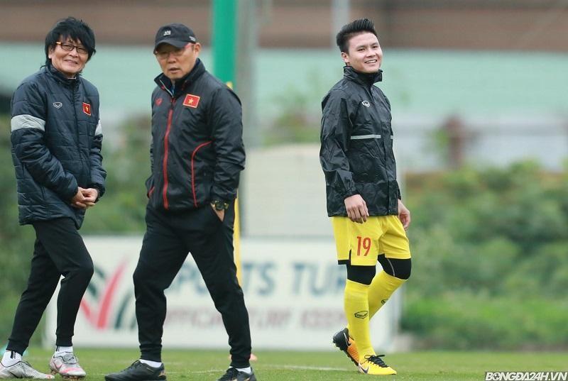 Bác sĩ Choi Ju-young giải đáp chấn thương của Quang Hải và Tiến Linh