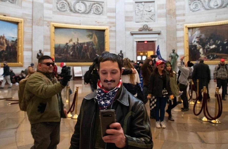 Bạo động tại Quốc hội Mỹ xuất phát từ mạng xã hội