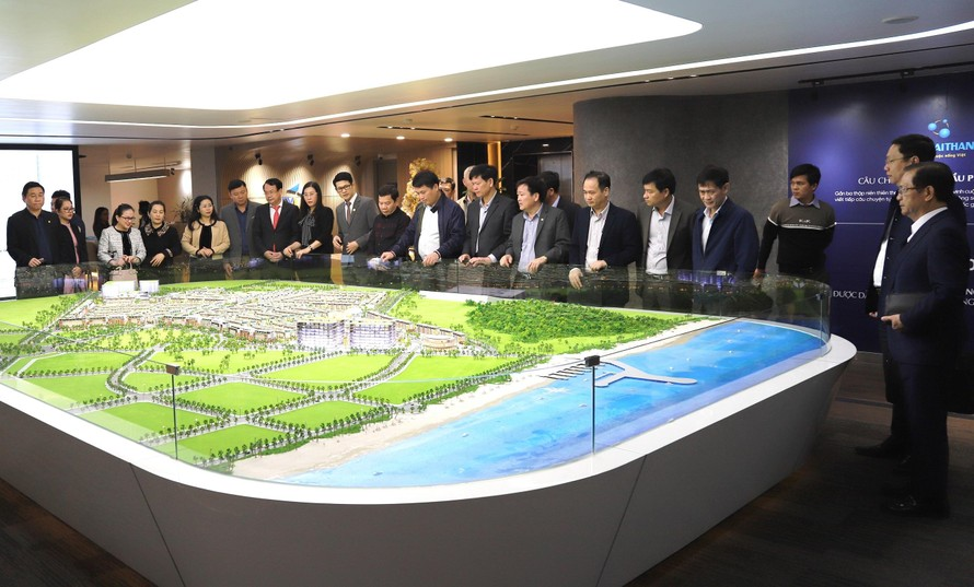 Lãnh đạo tỉnh Quảng Ngãi thăm và làm việc với Tập đoàn Tân Á Đại Thành.