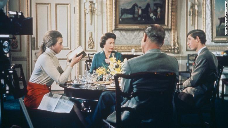Phim tài liệu hiếm về Hoàng gia Anh rò rỉ trên YouTube