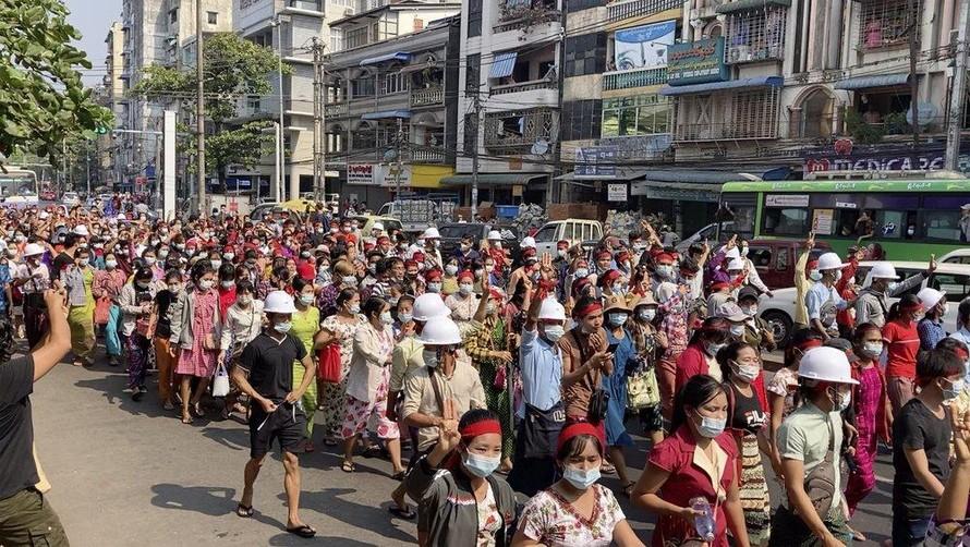 Quân đội Myanmar ngắt mạng Internet