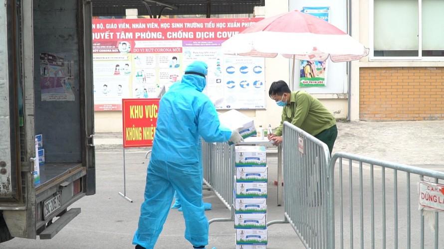 Sáng ngày 05/02, Vinamilk đã trao tặng hơn 120 thùng sữa và nhiều hộp quà tết đến với các em học sinh trường Xuân Phương (Hà Nội).