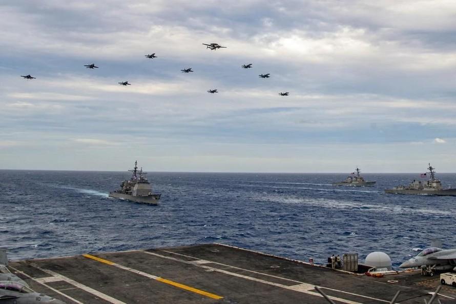 Hai nhóm tàu sân bay USS Theodore Roosevelt và USS Nimitz ở Biển Đông hôm thứ Ba. Ảnh: Hải quân Mỹ