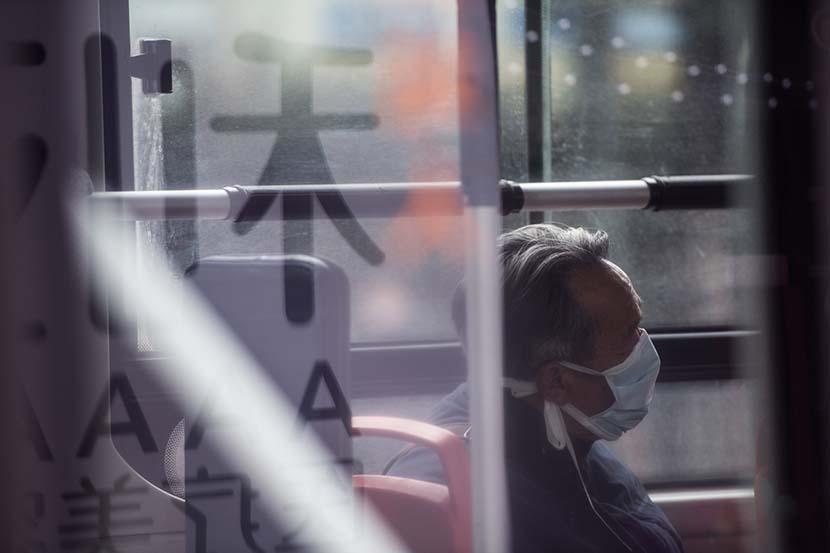 Người cao tuổi Trung Quốc chờ đợi được tiêm vaccine COVID-19