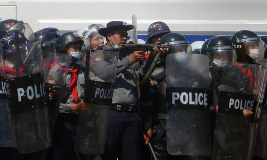 Cảnh sát Myanmar xin tị nạn ở Ấn Độ