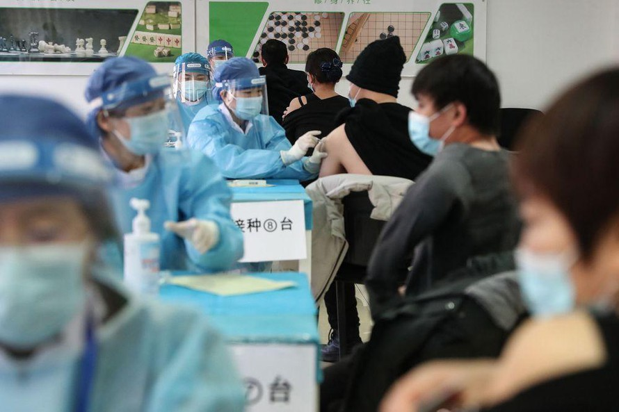 Trung Quốc đặt mục tiêu 40% dân số miễn dịch vào tháng 6