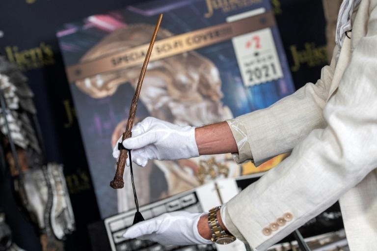 Đũa phép của Harry Potter được bán đấu giá
