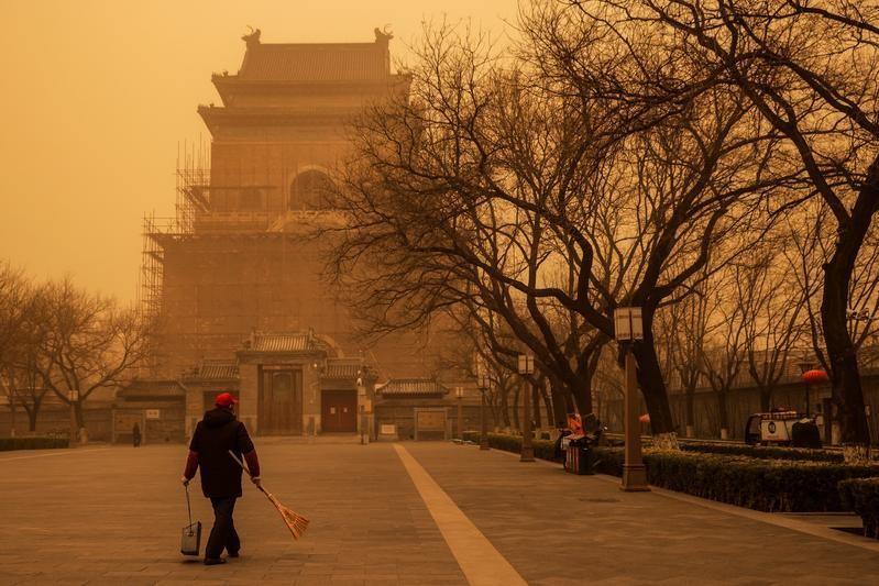 Bắc Kinh nghẹt thở vì bão cát