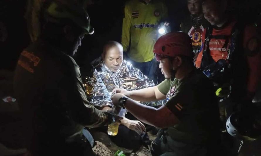 Nhà sư Thái Lan mắc kẹt trong hang ngập nước