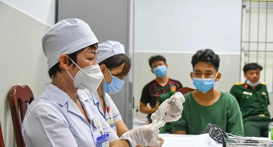 8 tỉnh, thành hoàn thành đợt 1 tiêm vaccine ngừa COVID-19