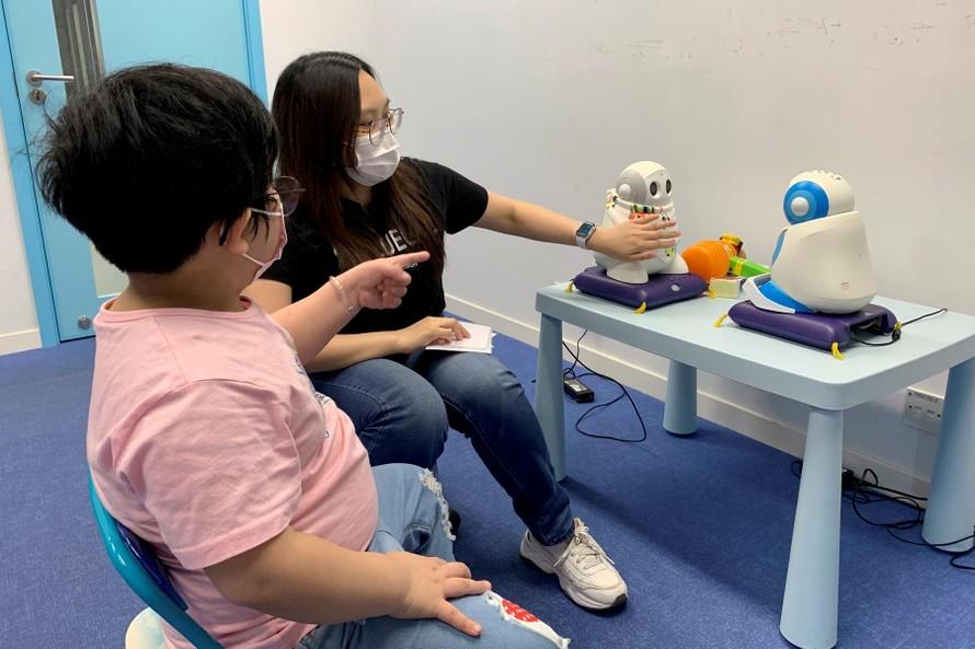 Robot giúp trẻ tự kỷ tăng cường kỹ năng xã hội