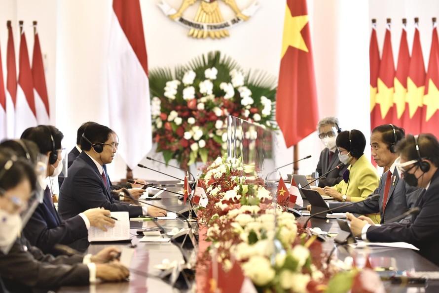 Tổng thống Indonesia Joko Widodo đóp tiếp và hội đàm với Thủ tướng Chính phủ Phạm Minh Chính. Ảnh: VGP