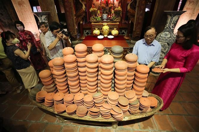 Trưng bày, giới thiệu nghề gốm truyền thống. Ảnh: TTXVN