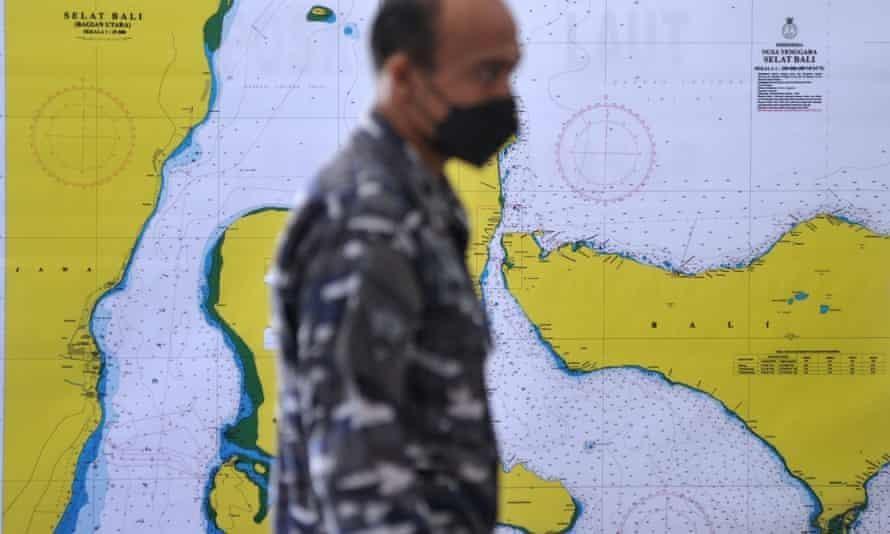 Hy vọng giải cứu tàu ngầm Indonesia mất tích tắt dần