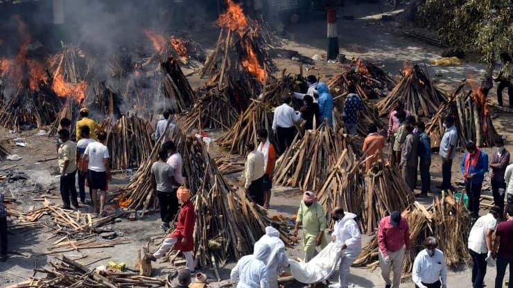 Ấn Độ bị rung chuyển bởi 'cơn bão dịch bệnh'