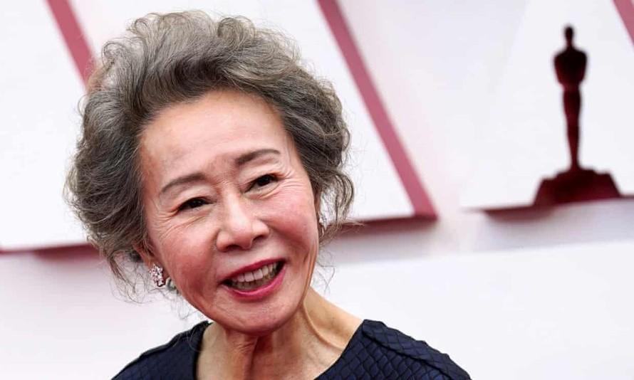 'Bà ngoại' Youn Yuh-jung đoạt tượng vàng Oscar
