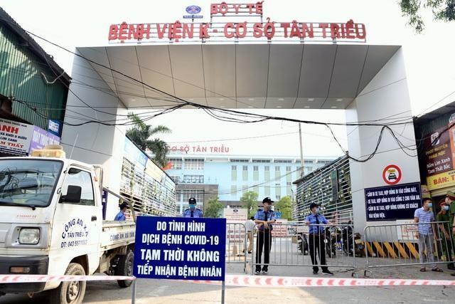 Bệnh viện K (cơ sở Tân Triều) đặt biển tạm thời không tiếp nhận bệnh nhân. Ảnh: Dân trí