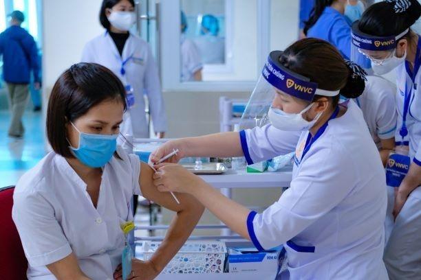 Nữ điều dưỡng sốc phản vệ sau khi tiêm vaccine